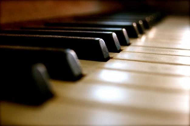 teclas-de-piano-de-musica-de-sonido-viejo-de-forma_121-91048